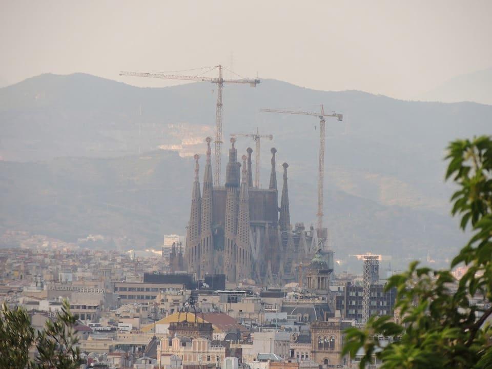 Bem de longe dá para ver a Sagrada Família