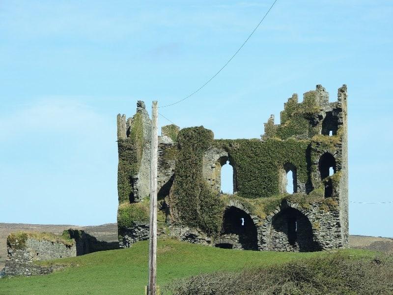 um passeio (quase) feliz pelo Ballycarbery Castle