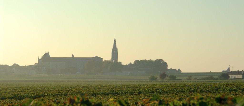 Saint Emilion cercado pelas plantações de uvas