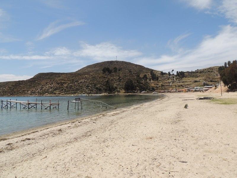 Uma praia à beira do Titicaca..