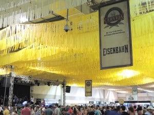 Pavilhão onde acontece o festival
