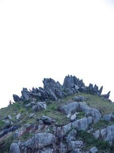 Morro da Coroa, visto da praia e com muito zoom