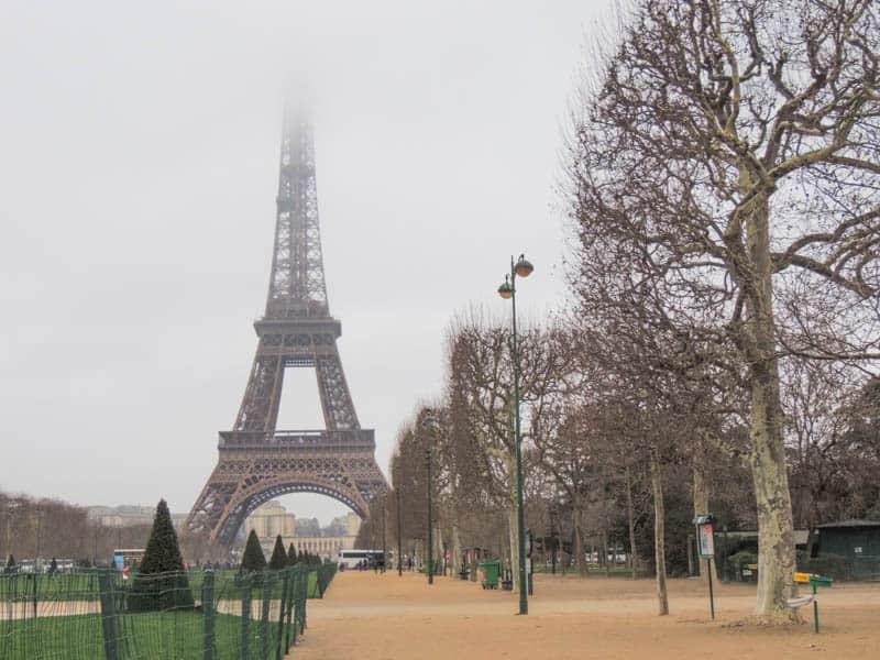 Paris nublada