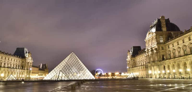 Paris durante a noite